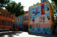 הכניסה לבית ספר קריית יערים לאחר הצביעה