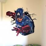 ציור של קפטן אמריקה יוצא מהקיר